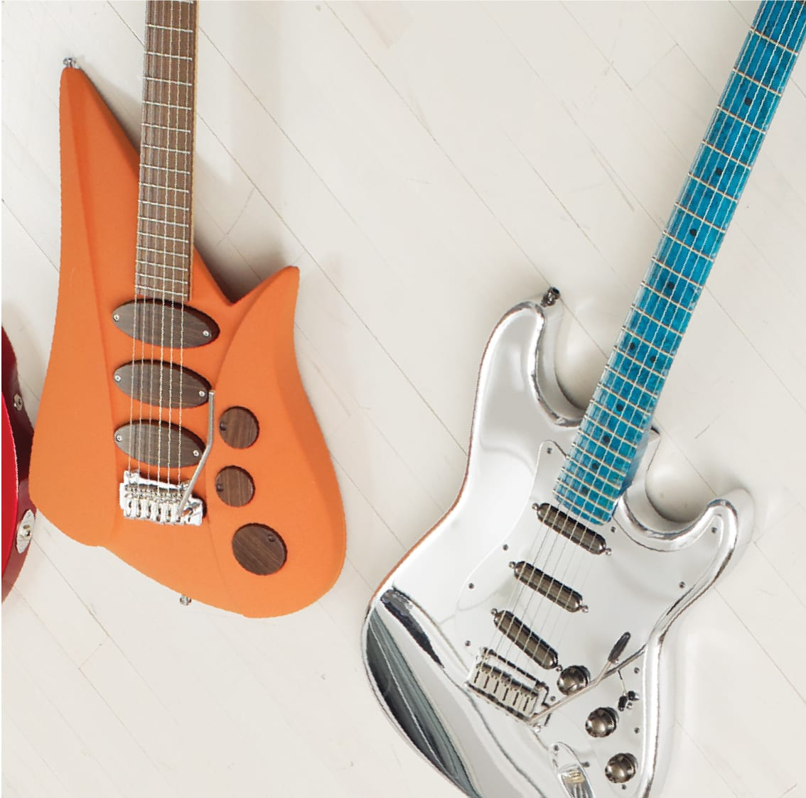 From left, Fender ALumium Stratocaster, Hendrick Generator.