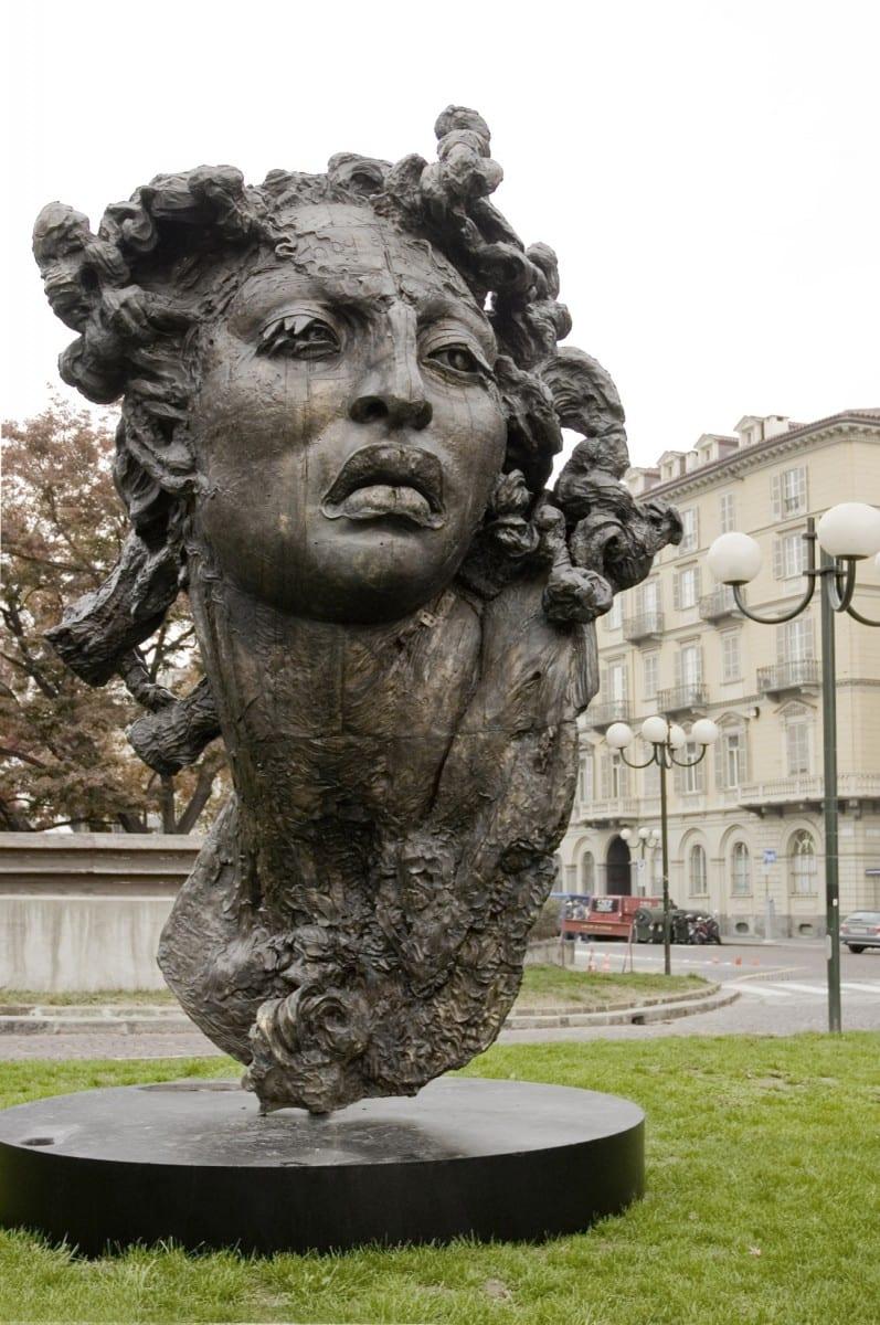 Cabeza Hoy es Hoy, bronce a la cera perdida, 400 x 265 x 210 cm, 2000 © de el estudio del artista