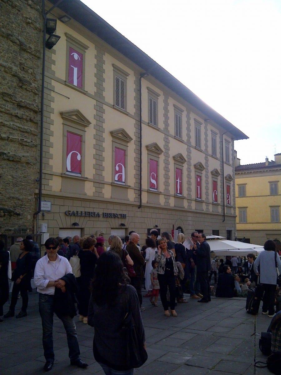 Crowd gathering outside La Galleria Comunale d'Arte Contemporanea in Arezzo, Italy for the opening of ICASTICA, © Pierre Melion, Global Women Project 2013